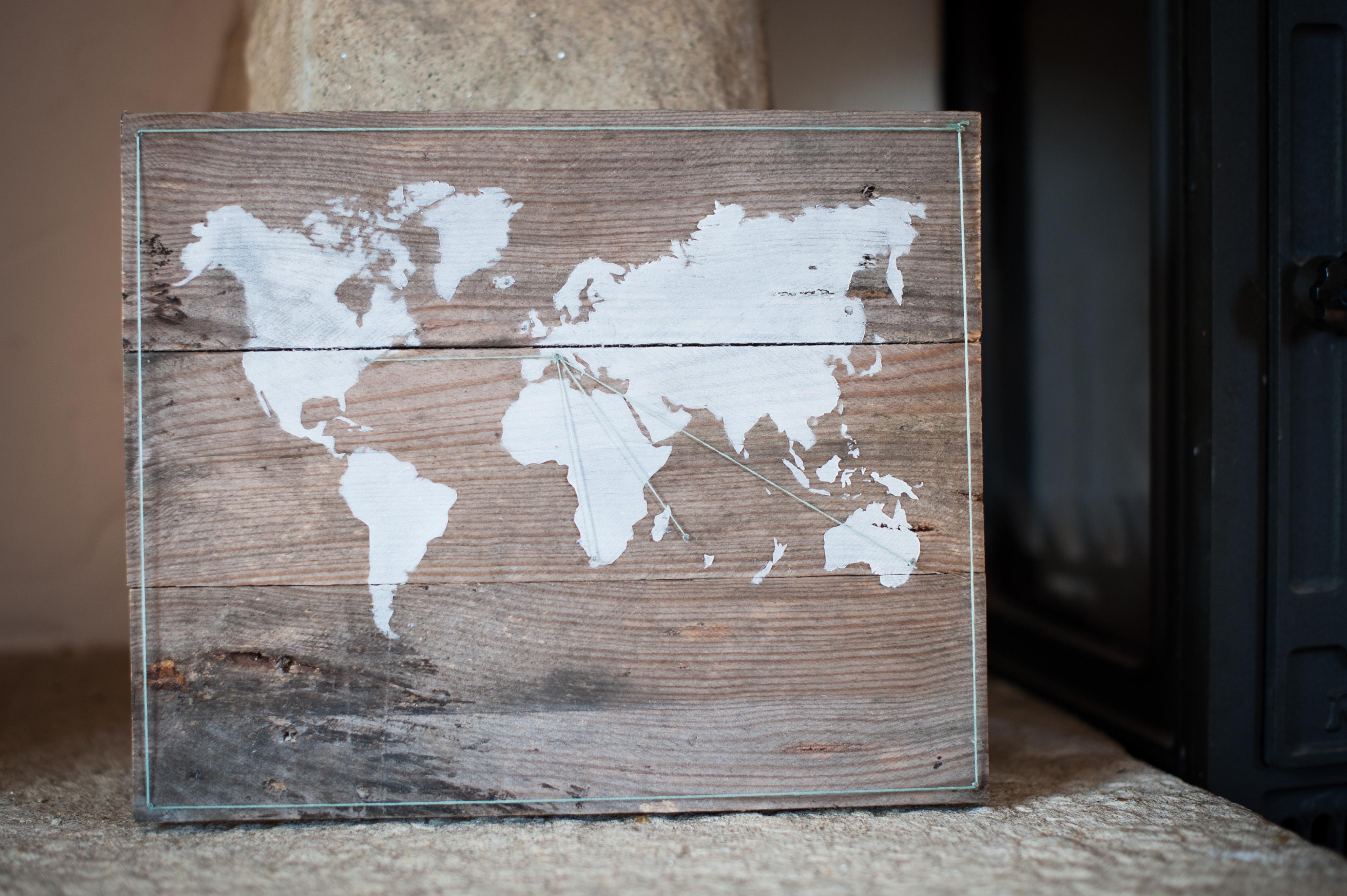 Pochoir Meuble Bois destiné pochoir mappe monde - pause créative
